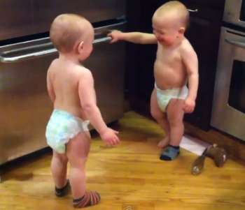 twin-babies-have-conversation