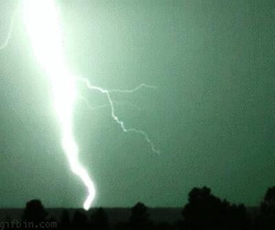 slow-motion-lightning