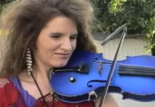 chicken-lady-fiddler