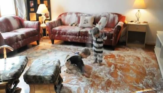 kids-destroy-house-flour