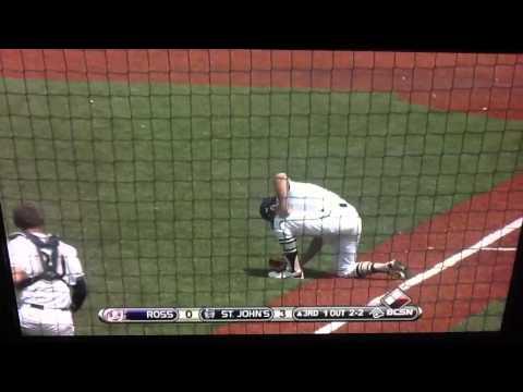 Amazing Barehand Baseball Catch