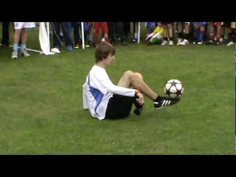 Video thumbnail for youtube video Amazing Soccer Freestyle