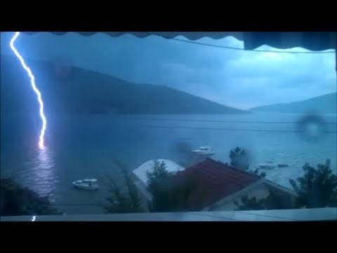 Video thumbnail for youtube video Lightning Hits The Sea!