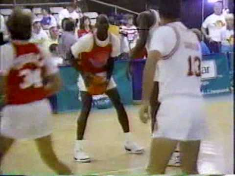 Michael Jordan Gets Faked Out By Kenny Rogers