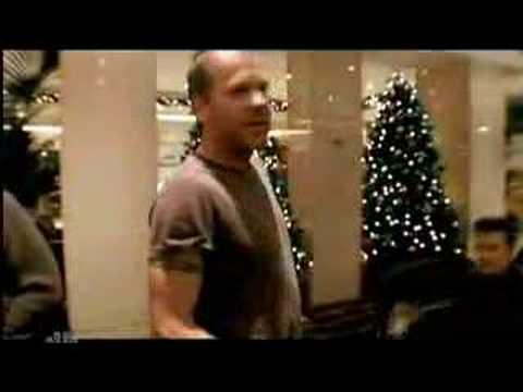 Keifer Sutherland & The Christmas Tree