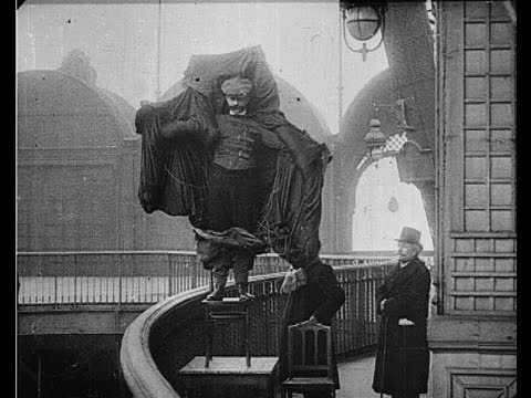 10 Tragedies Of The 1900′s Caught On Film