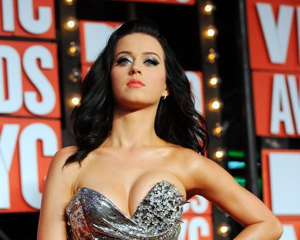 Katy Perry Epic Cleavage