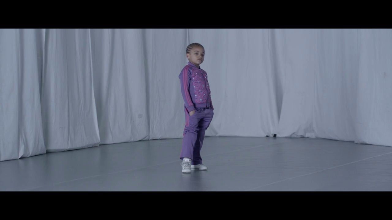 Young Girl Is A Ridiculous Breakdancer