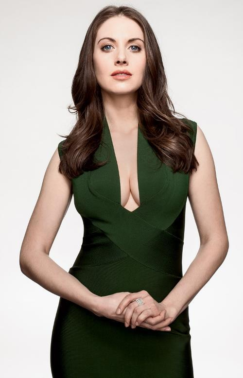 Hot Alison Brie Pictures Boobs