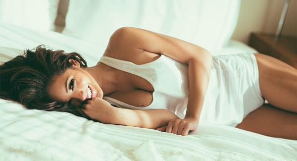 Melanie Iglesias In Bed
