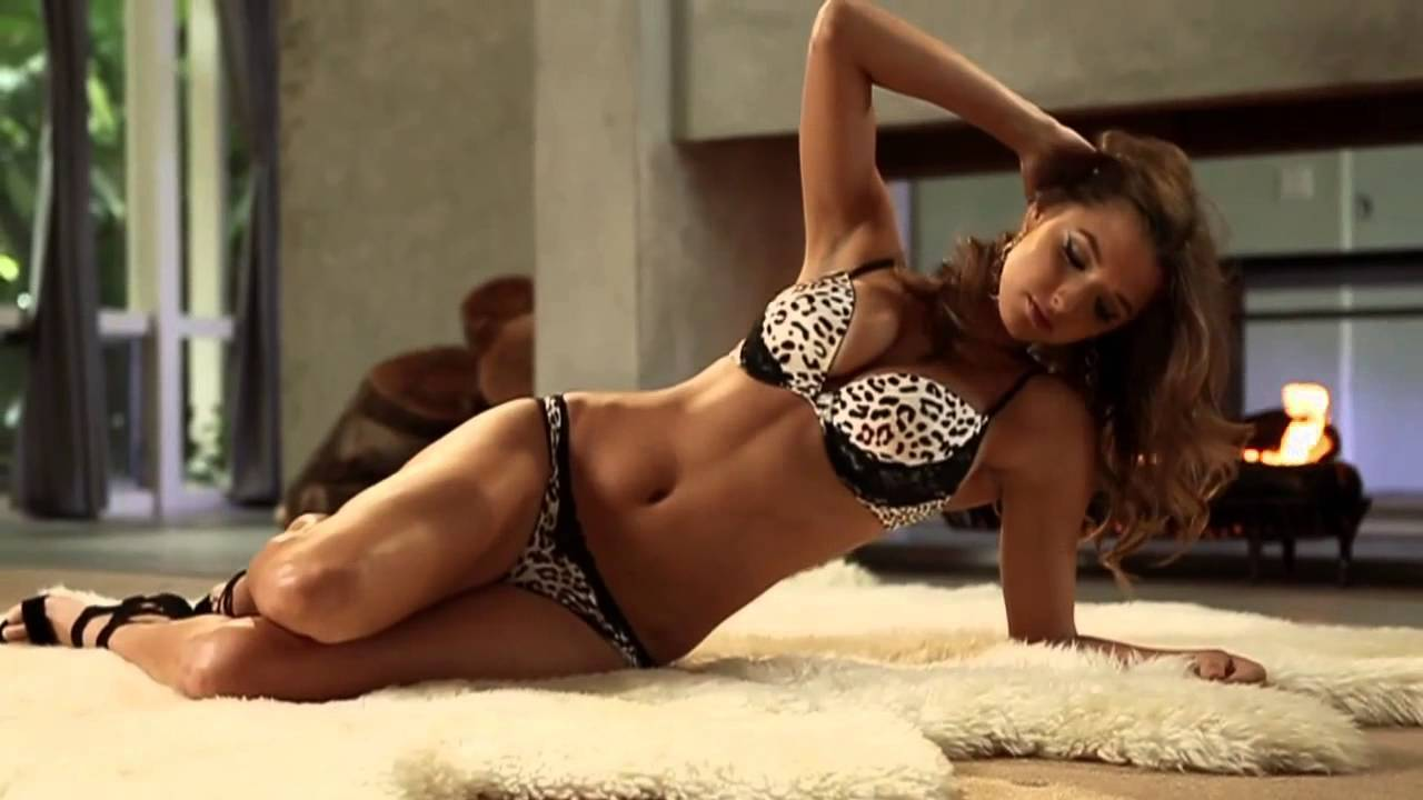 Video thumbnail for youtube video 32 Ridiculously Hot Alyssa Arce GIFs