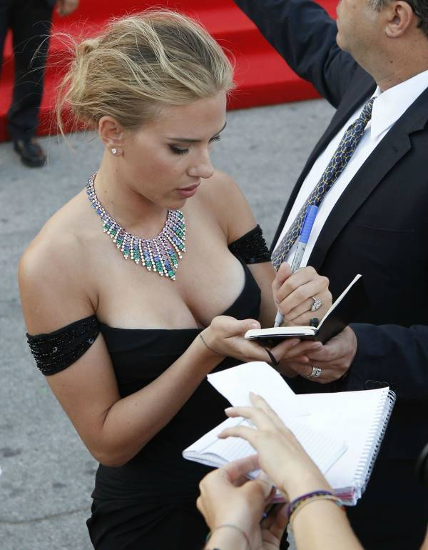 Sexiest Pictures Of Scarlett Johansson