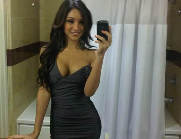 Melanie Iglesias Selfie