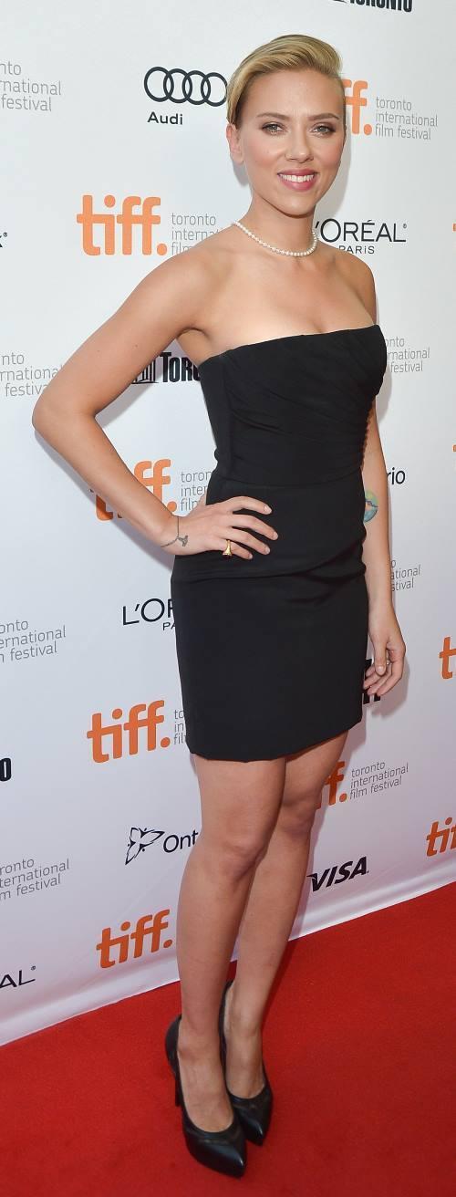 Scarlett Johansson In A Tight Dress