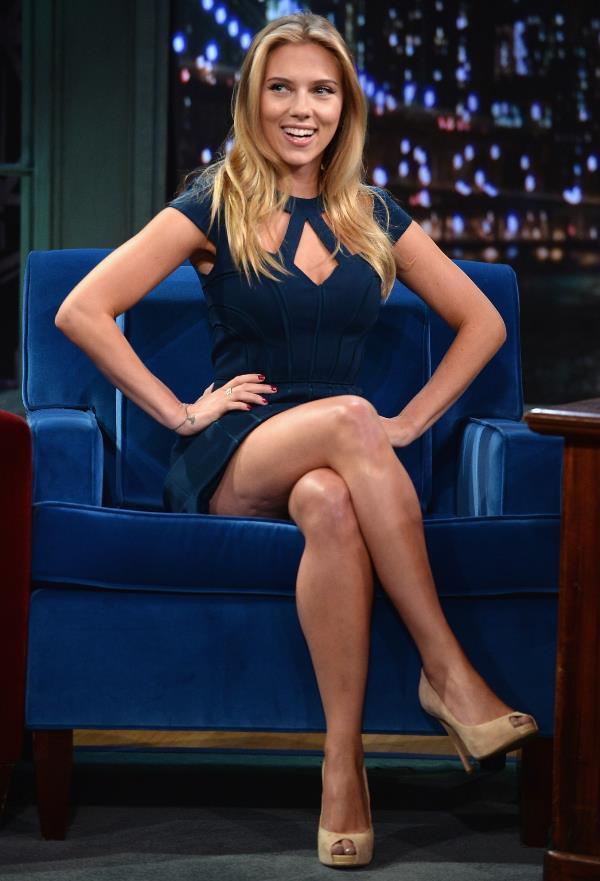Sexiest Scarlett Johansson Photos Legs