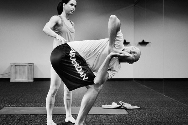 derek-jeter-doing-yoga