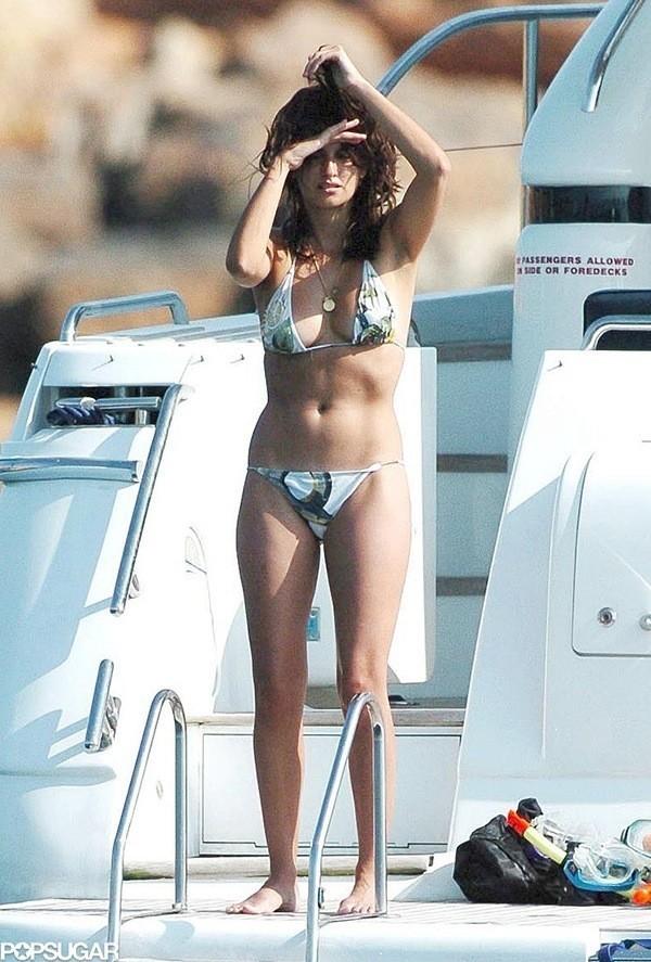 Sexy Penelope Cruz Bikini Picture