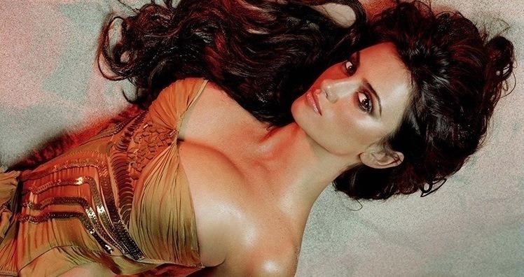 Golden Sexy Penelope Cruz
