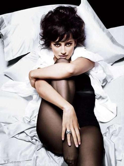 Penelope Cruz In Stockings