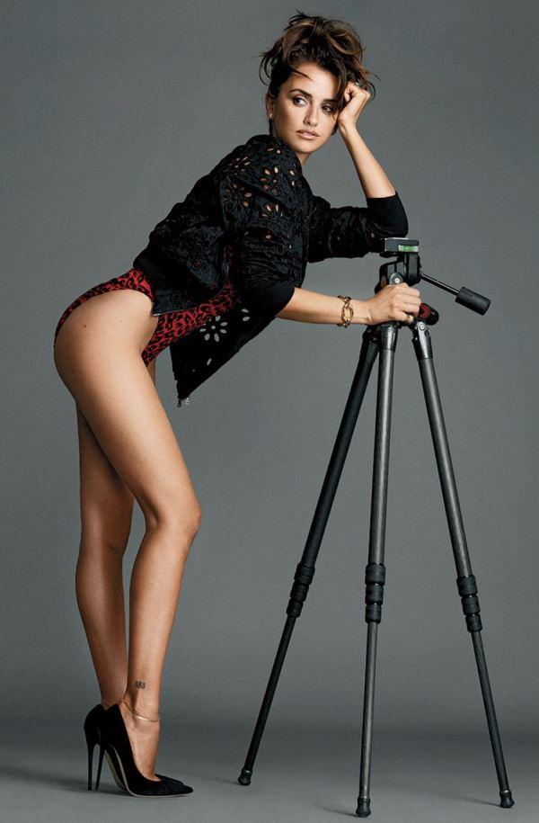 Penelope Cruz Sexy Legs