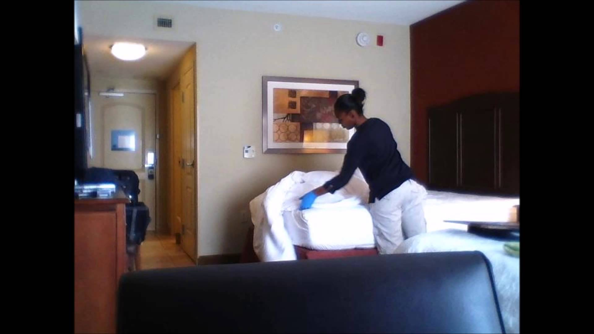 This Is What Really Happens When A Hotel Maid Cleans Your Room