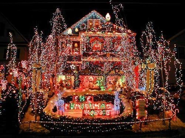 crazy-christmas-decorations-gaudy