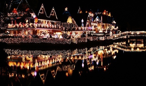 crazy-christmas-decorations-lake