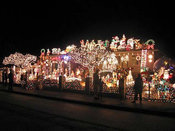 crazy-christmas-decorations-people