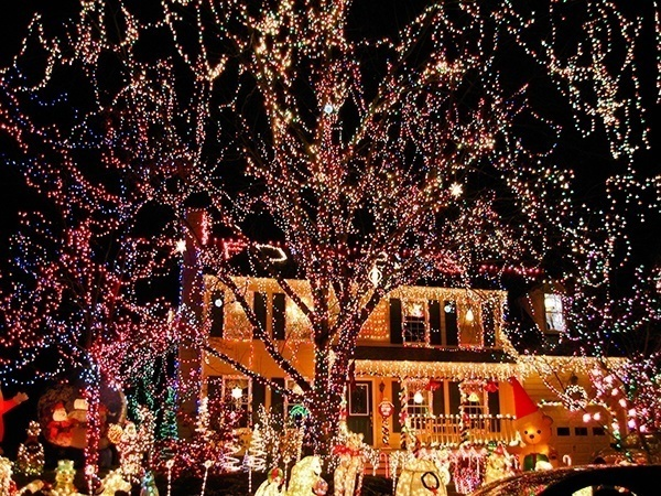 crazy-christmas-decorations-tacky