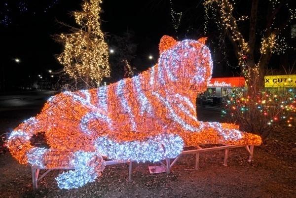 crazy-christmas-decorations-tiger