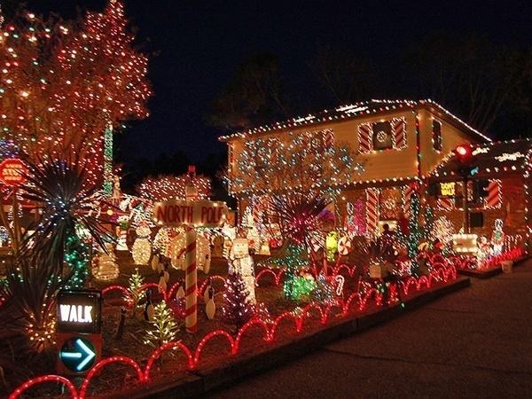 crazy-christmas-decorations-walk