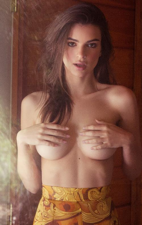 Emily Ratajkowski Pictures Boobs