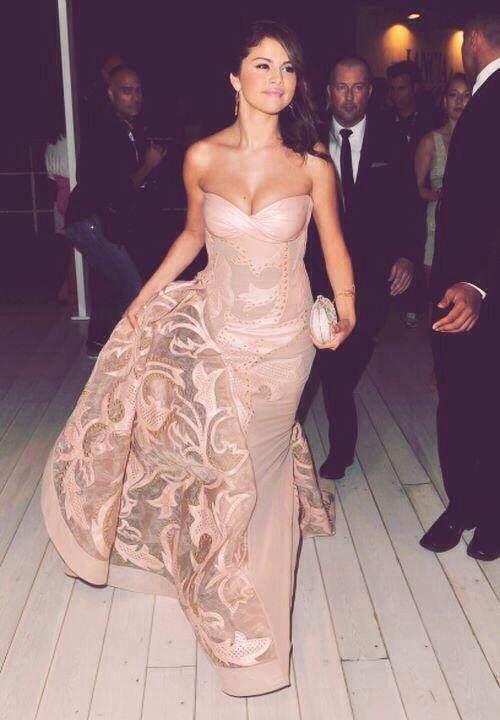 Selena Gomez Boobs