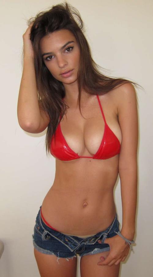Sexy Emily Ratajkowski Pictures