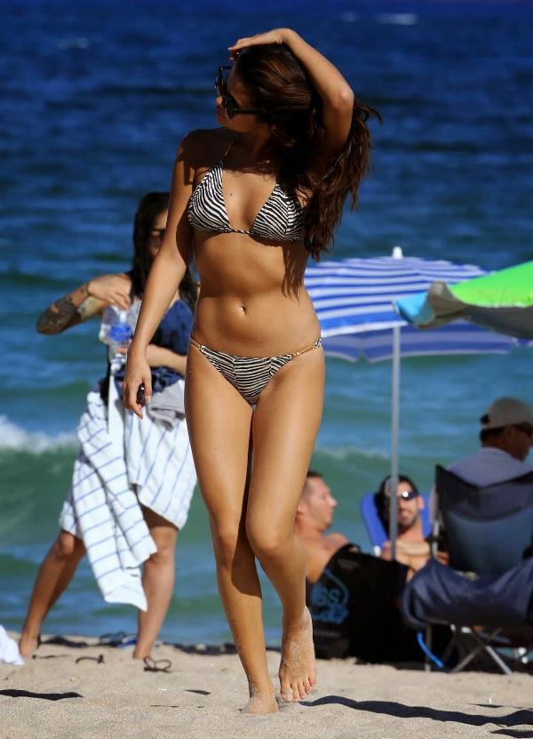 Sexy Selena Gomez In A Bikini