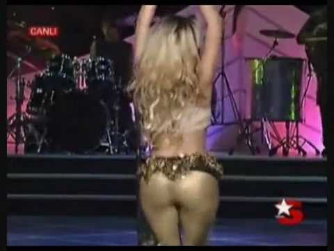 38 Sexy Shakira GIFs That Will Make You Appreciate Curves