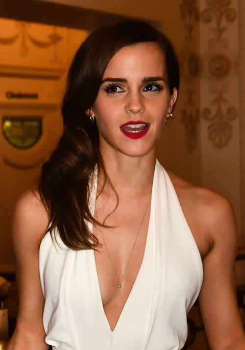 Emma Watson Pictures Cleavage