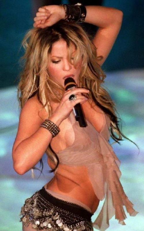 Shakira Sideboob