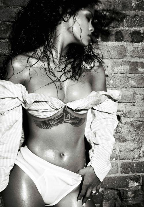 Hot Rihanna Pictures Black White