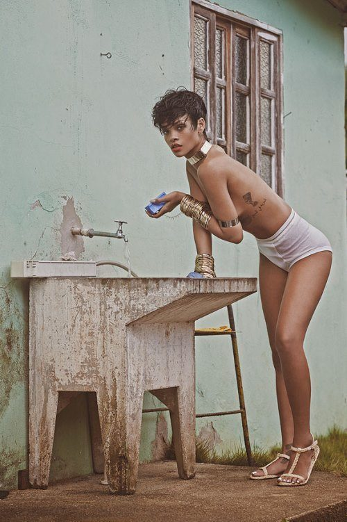 Topless Hot Rihanna Pictures