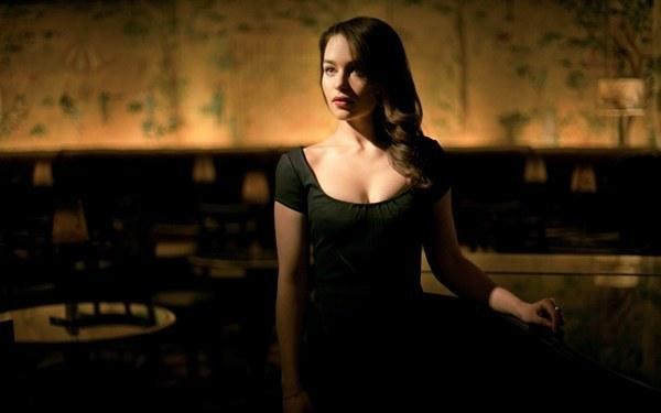 Beautiful Emilia Clarke Photos