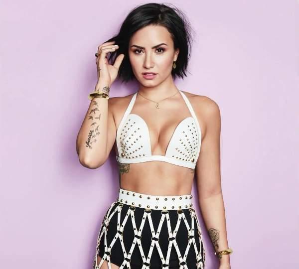 Hot Demi Lovato Pictures