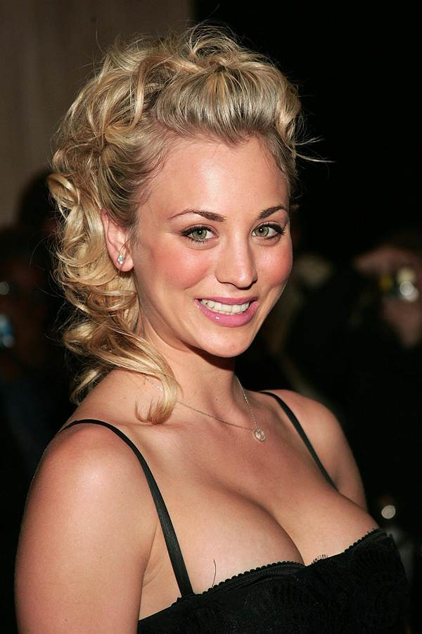 Kaley Cuoco Boobs