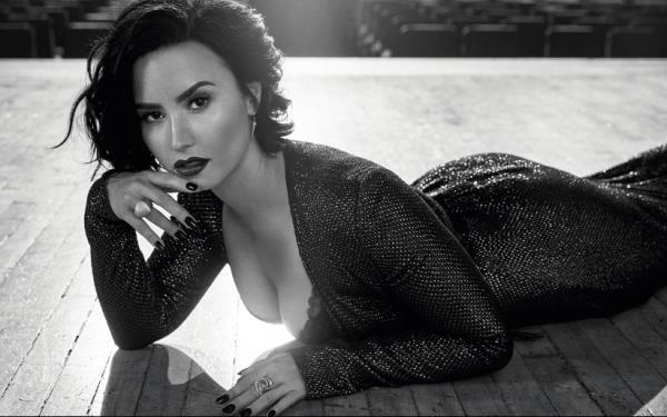 Sexy Black And White Photo Of Demi Lovato