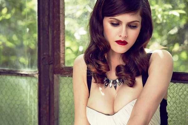 Sexy Alexandra Daddario
