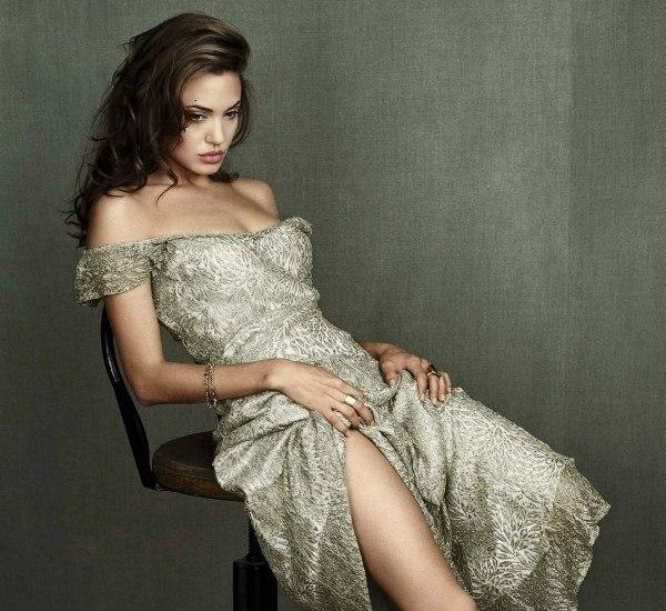 Hot Angelina Jolie Photo