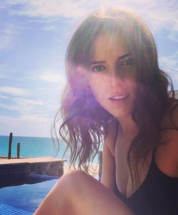 Anna Kendrick Sexy Instagram