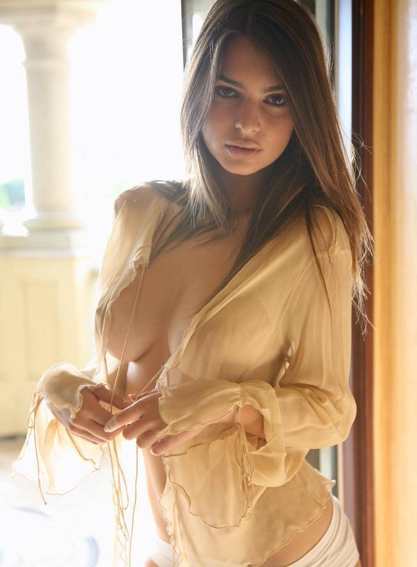 Hot Emily Ratajkowski Nude Photo