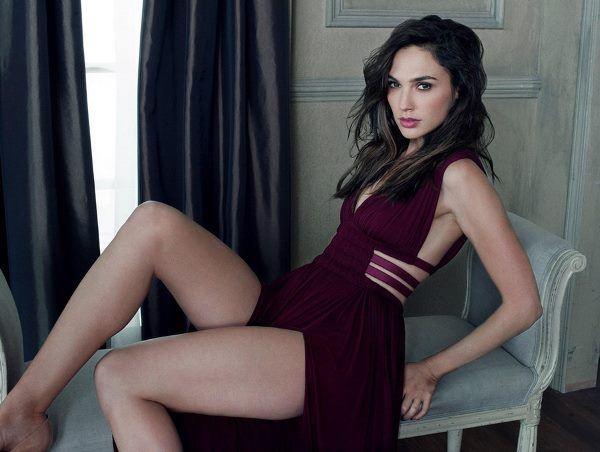 Gal Gadot Sexy Legs